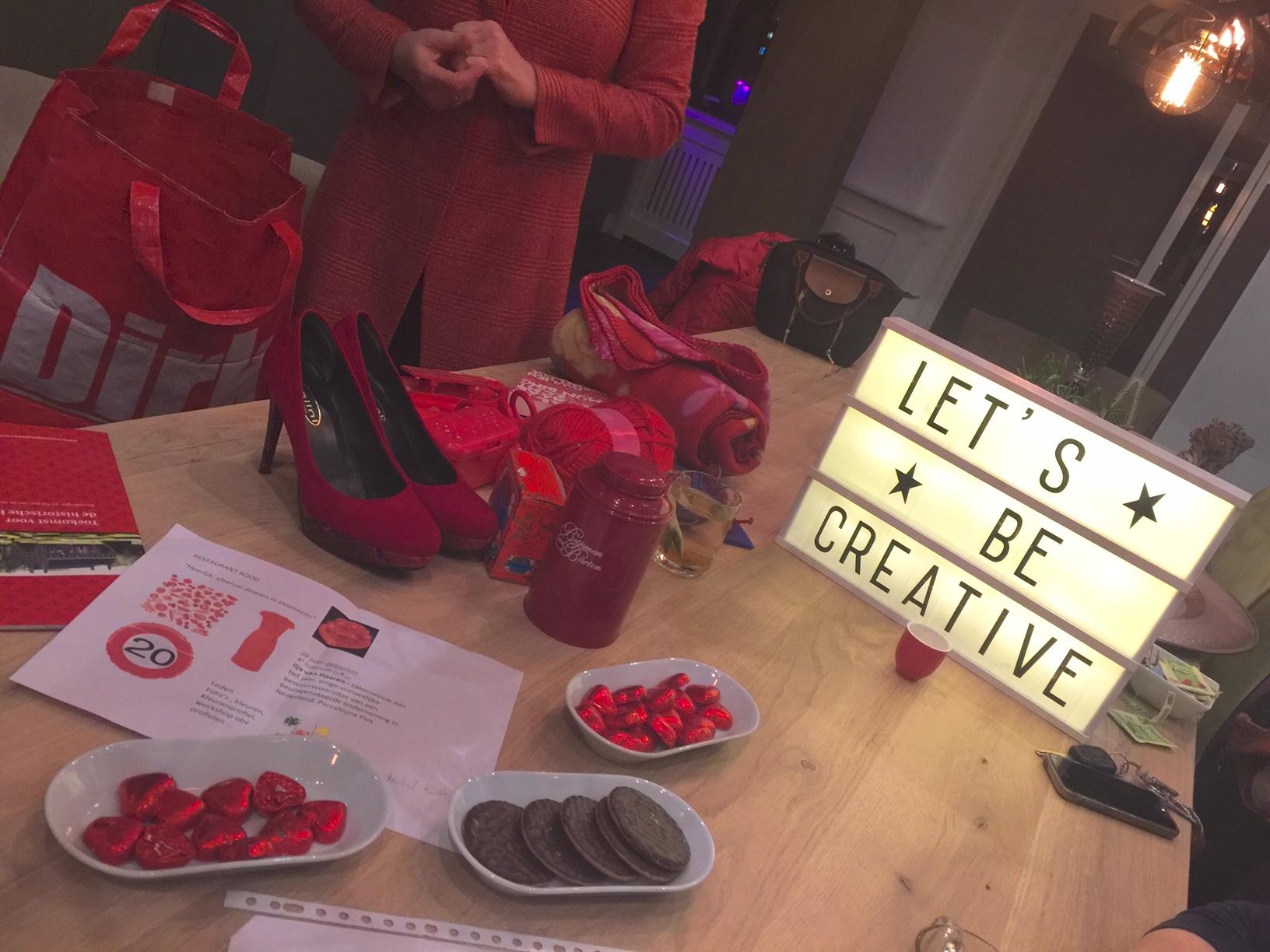 Creatief bezig met LEF in rood