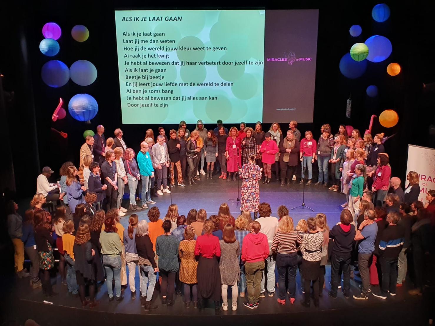 (Nederlands) Muziek zorgt voor een beter leven! #meermuziekindezorg